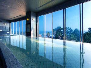 日向灘を望む開放感あふれる展望大浴場