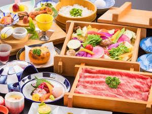 """■牛の温泉セイロ蒸し■柔らかく旨みが""""ギュッ""""と詰まったお肉は色鮮やかな野菜と共にあっさりと♪"""