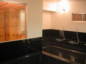 ホテルヒカリ:備長炭のお風呂で一日の疲れを癒してください