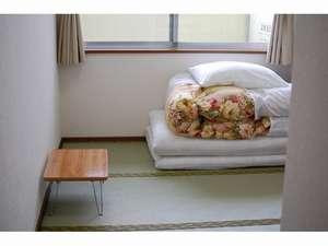 ホテルヒカリ:部屋(窓側)