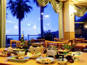 西伊豆 クリスタルビューホテル:【夕食】レストラン「ベイルーム」