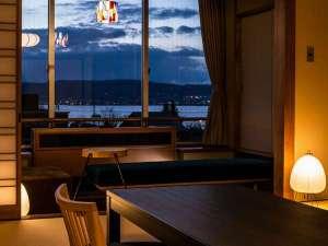 諏訪湖が望める展望露天風呂の宿 油屋旅館:レトロモダンジャパニーズからの夕景