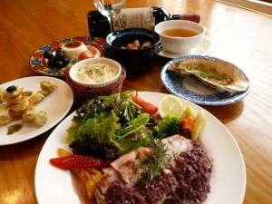 きらの宿すばる:ディナー一例。洋食中心の6~7品のフルコース。