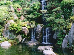 宇部72アジススパホテル:【純和風日本庭園】露天風呂から眺められます