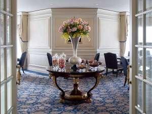 ザ・リッツ・カールトン大阪:「ホテルの中のホテル」とも呼ばれるクラブフロアが、 豊かなくつろぎのステイをご提供いたします