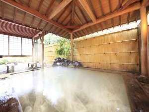 大涌谷からの引き湯は硫黄がほのかに香る硫酸塩泉。温まりますよ。