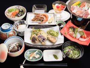 やど家たけのこ:*夕食(一例)沖縄の食材をふんだんに使った手作りの夕食膳