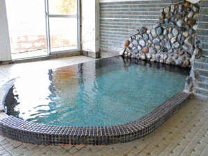 旬の味覚とかけ流しの湯を堪能 寿旅館:【大浴場】展望風呂は天然かけ流し!柔らかく、滑らかなお湯です。