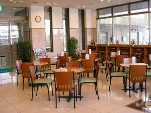 東横イン弘前駅前:【ロビー】談笑の場に★朝は朝食会場となります。