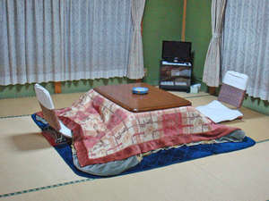 かどや旅館 山梨県北都留郡小菅村:*畳のお部屋で足を延ばしてゆったりおくつろぎください。