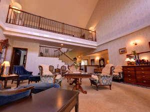 ホテルシャローム オークラクラシック:*ロビー/クラシカルな家具でコーディネートされたロビーラウンジ。寛ぎのひと時をお過ごし下さい。