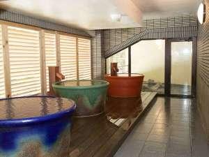 伊東園ホテル磐梯向滝:大浴場内つぼ風呂