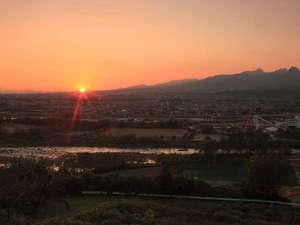 天守閣の宿 北橘温泉 たちばなの郷 城山:*夕焼けも見事。時間によって刻々と移ろう美しい景観を楽しめます。