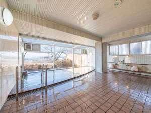 天守閣の宿 北橘温泉 たちばなの郷 城山:*男性大浴場/滑らかで無色透明の泉質は肌にも優しくぽかぽか温まります。