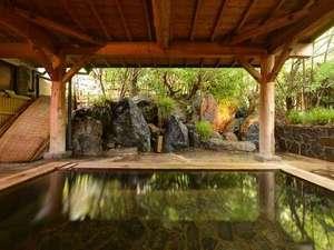 湯平温泉 志美津旅館:*露天風呂/温かい湯船に浸かりながら、自然のぬくもりに心癒されるひと時。