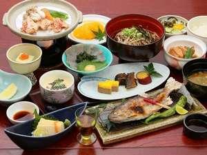 いやしの温泉郷:ここでしか味わえない本格手打ちそばを始め、カラダに優しい郷土料理の数々を♪夕食会席料理の一例
