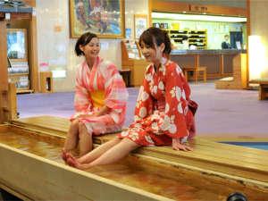 下呂温泉 和みの畳風呂物語の宿 小川屋:~足湯~ロビーにある足湯。日帰りの方でも気軽に下呂温泉をお楽しみいただけます。