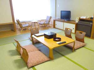 白浜温泉 湯処むろべ:【和室10畳】畳でごろごろ♪足を伸ばしてお寛ぎいただける和室。