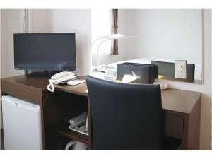裾野セントラルホテル 寿々木:部屋 デスク回り