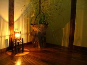 酒井屋旅館:玄関の照明