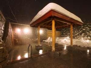 ホテルマウントレースイ:*露天風呂/北海道の冬。懇々と降る雪景色を眺めながら癒しのひと時をお過ごし下さい。