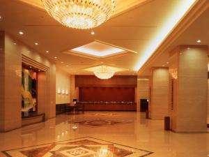 京王プラザホテル八王子:1Fホテルロビー 正面玄関を入り右手にフロントがあります