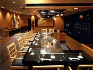 京王プラザホテル八王子:15F 鉄板焼 やまなみ 目の前でダイナミックに焼きあがる高級和牛や魚介類をご賞味ください。