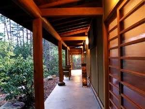 にし屋別荘:*【離れ入口】ゆったりとした間口。静かで、ごゆっくりとお過ごしいただけます。