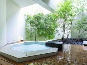 【風呂一例】全室客室露天付。滞在中は温泉がいつでも楽しめる。