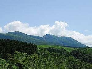 """山荘 四季眺:九重連峰。日本一の吊橋、九重""""夢""""大吊橋へも車で38分です"""