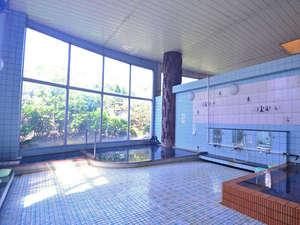 吹上温泉 新湯温泉旅館:硫黄泉(アルカリ性)の豊富な湯量です。天候により、湯の色が変化しお楽しみいただけることと思います。