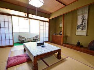 吹上温泉 新湯温泉旅館:畳・掛け軸・障子!和室と言ったらこれ!と思える元祖和室なお部屋です。