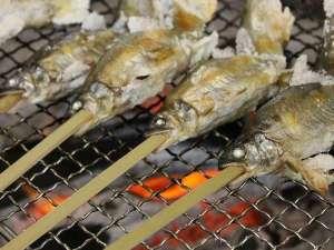 山水館 川湯みどりや:鮎の塩焼き食べ放題のバイキング