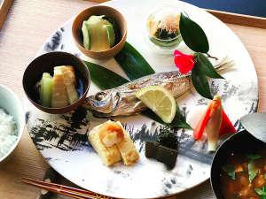WIRED HOTEL ASAKUSA(ワイアードホテル浅草):和御膳Breakfast 季節によって変わるメイン、3種類からお選び頂けます!