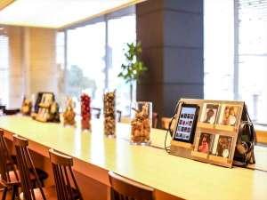 神戸元町東急REIホテル:ラウンジでは15時~24時までの間、挽きたてのコーヒーなど無料でご準備