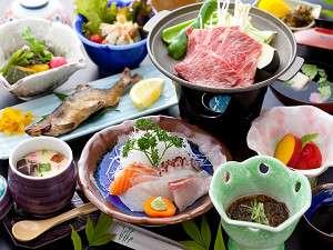 清流とほたるの宿 高尾荘:女将の手作りの山里料理です。デザート類など季節によって異なる場合があります