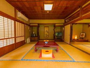 清流とほたるの宿 高尾荘:【2階・和室14畳】広々とした和室。四季折々の風景がお部屋から楽しめます☆