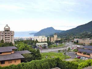 鶴見岳の麓に位置し、自然に恵まれた環境鋪。。