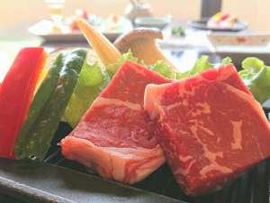 外湯巡りの宿 ホテル葛城 Spa Resort 道後:熱々の鉄板で食べるお肉は最高♪
