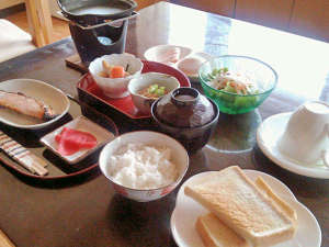 湯宿 大和旅館:朝食を食べて朝も元気に出発!(朝食一例)