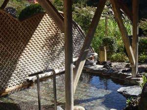 【露天の湯】ぬる湯の露天風呂