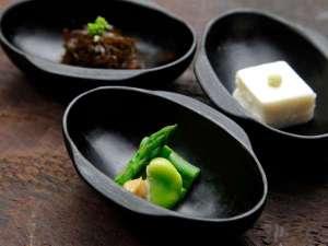 大黒屋の料理の基本は滋味食。胡豆昆