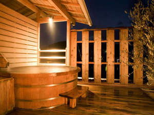 ベイリゾートホテル小豆島:おだやかな瀬戸内の眺めを独占♪大人気の個室露天風呂(檜) ※事前予約要