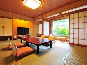 大自然と野天風呂のリゾート 蓼科グランドホテル 滝の湯:≪特別室:青山≫【禁煙】12.5畳の和室。ごゆっくりとお寛ぎ頂けます。