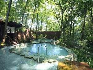 おんりーゆー:男性露天風呂はすぐ近くに川が流れ、川の瀬音を聞きながらのご入浴が楽しめます。