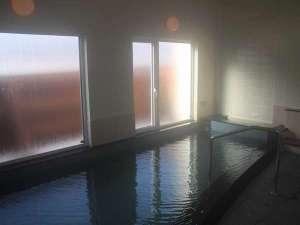 昭和新山ユースホステル:夜通し利用できる温泉浴場