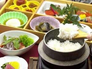 レイクサイドヴィラ翠明閣:朝食:釜炊きのご飯と和食箱膳