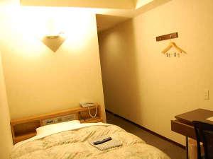 パープルホテル二日市:シングルB(スタンダード)【約11㎡ セミダブルベッド120cm幅】