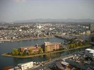 アーブしが:瀬田の唐橋がかかる中之島、そこにあるレンガ色の建物が「アーブしが」です。