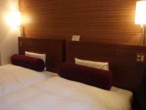 ビジネスホテル プラザ駒込:2008年4月リニューアルオープン。1200幅×2台超高級ベッドと低反発枕、羽毛布団導入